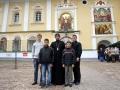 Протоиерей Алексий Мельников с алтарниками.